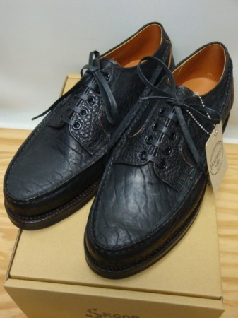 スクーブ WHOLE MOCCASIN DERBY Col.BLACK